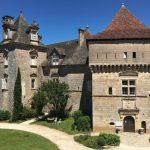 vue de l'entrée du Château de Cénevières dans le Lot