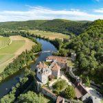 photo aérienne du château de Cénévières dans le Lot